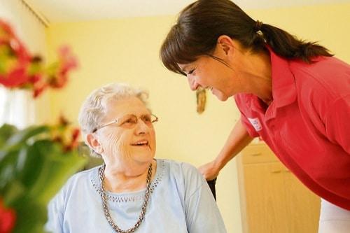 Caritas hilft im Alter