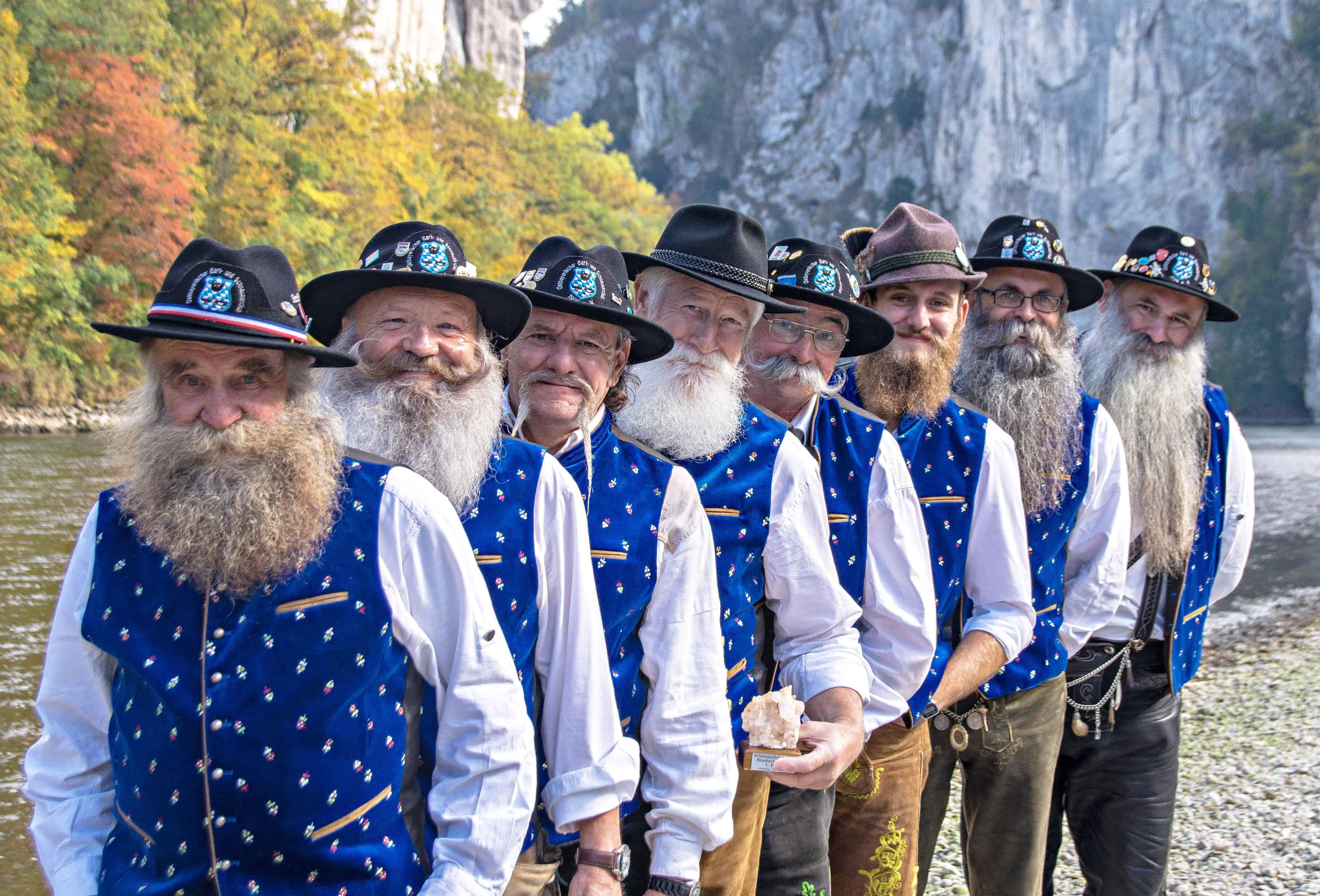 1.000 Euro für den Diesenbacher Bart- und Schnauzerclub