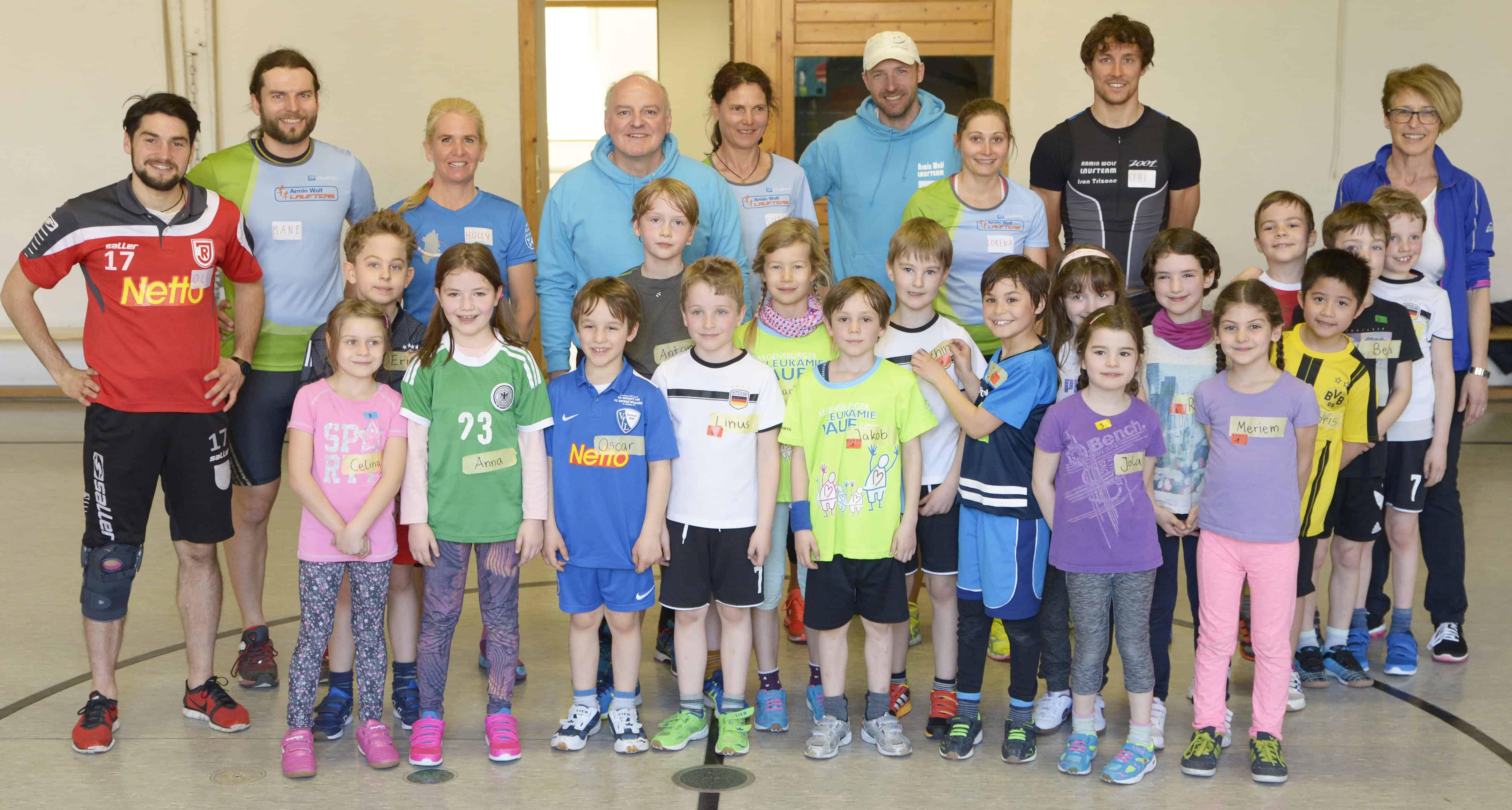 Armin Wolf Laufteam trainiert mit Kids