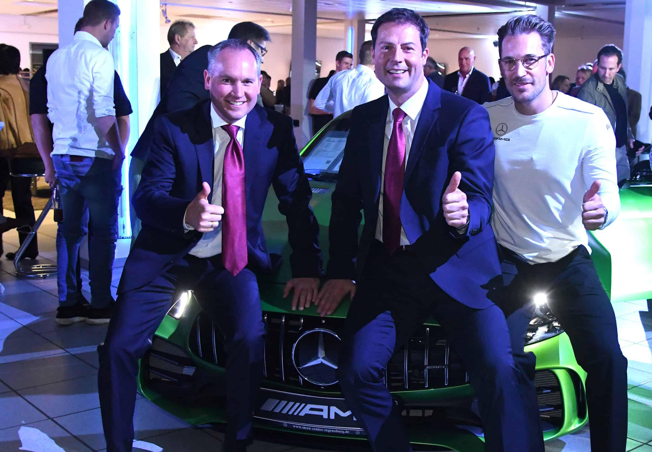 Daumen hoch für den Mercedes-Stern