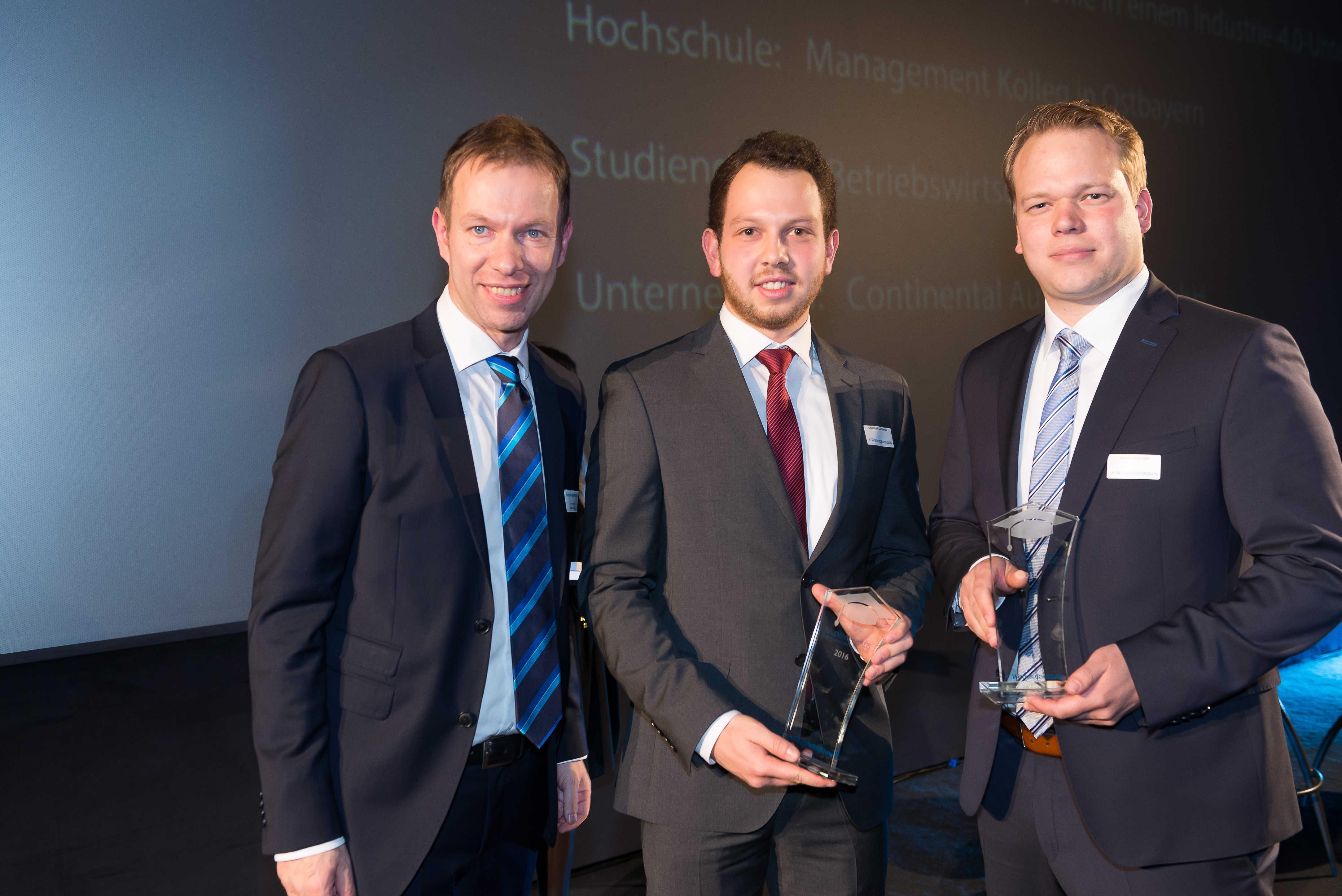 Studentenpreis der Wirtschaftszeitung für Christoph Lichtinger von Continental Regensburg