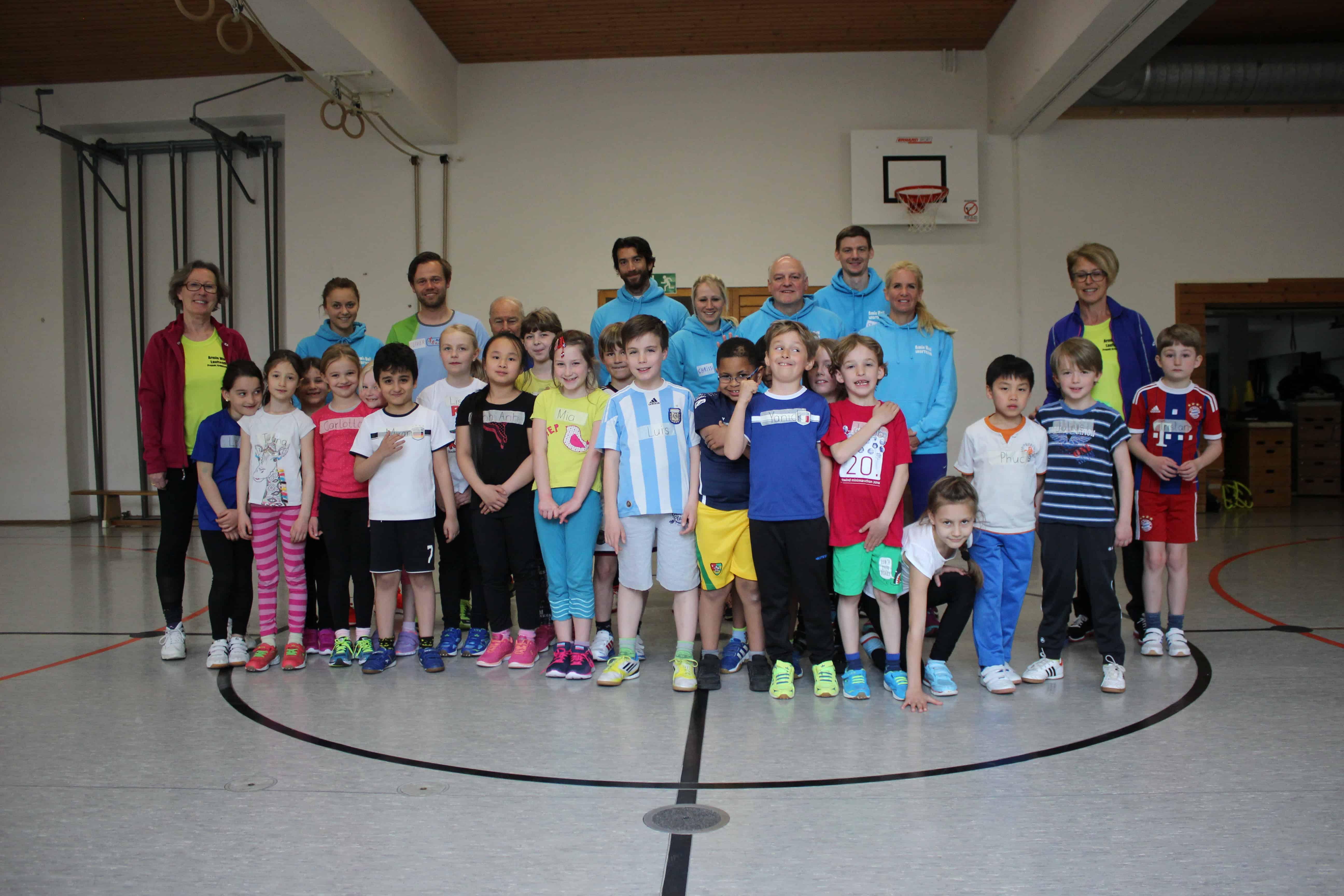 Armin-Wolf-Laufteam trainiert mit Kindern der Kreuzschule