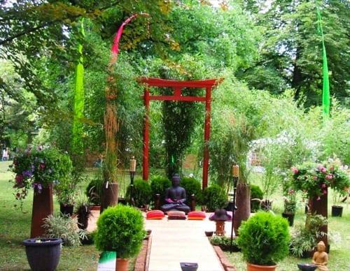 Asiatische Skulpturen bei Gartengestaltung von Schöning