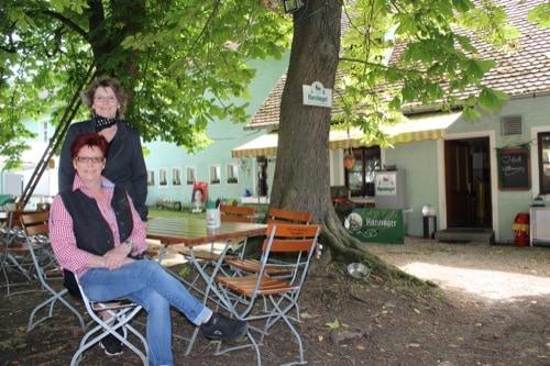 """Das """"Alte Schloss"""" in Niedertraubling – urbayerischer Landgasthof"""