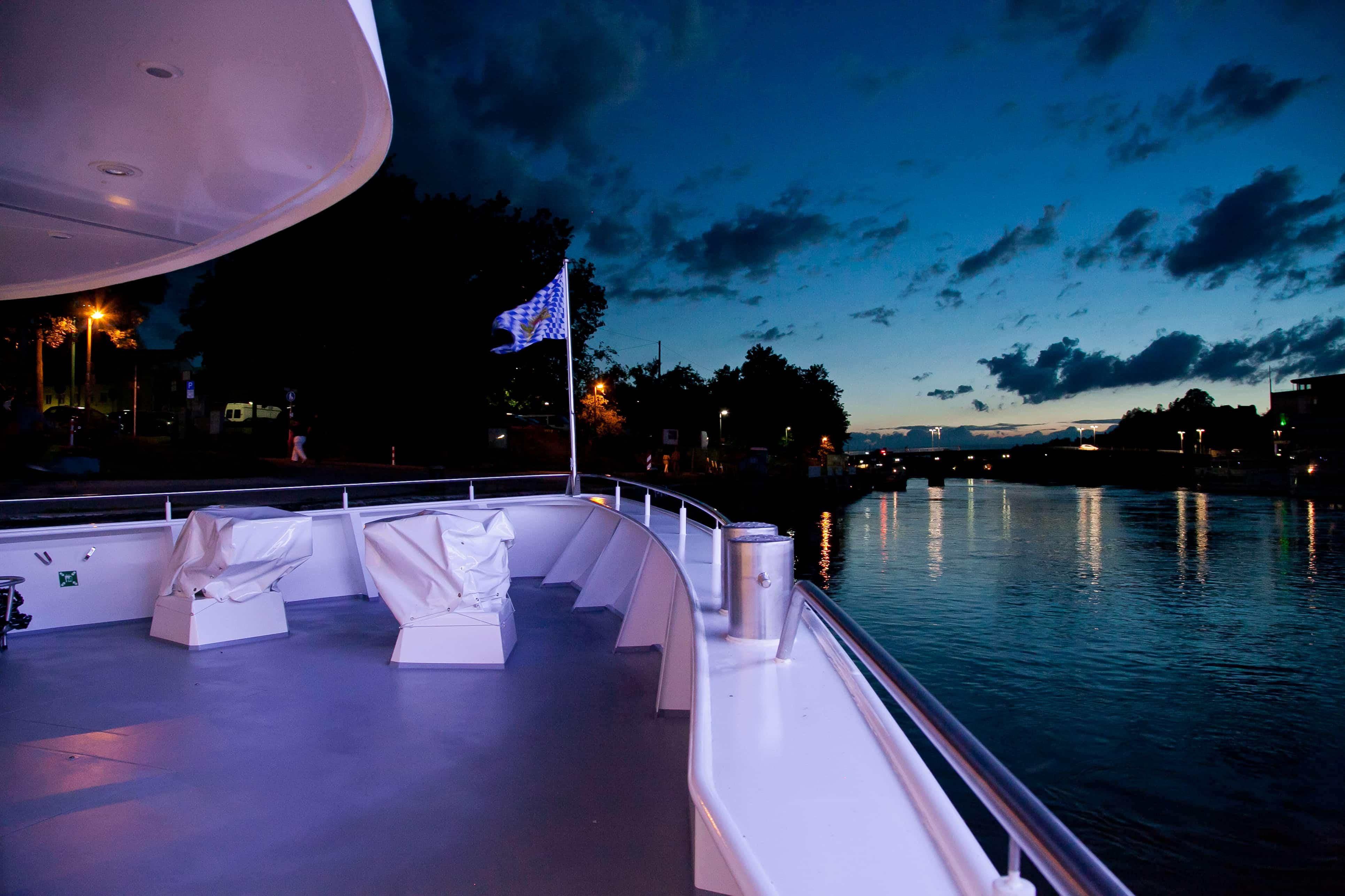 Sonnenuntergang auf der Donau mit Wurm + Köck erleben