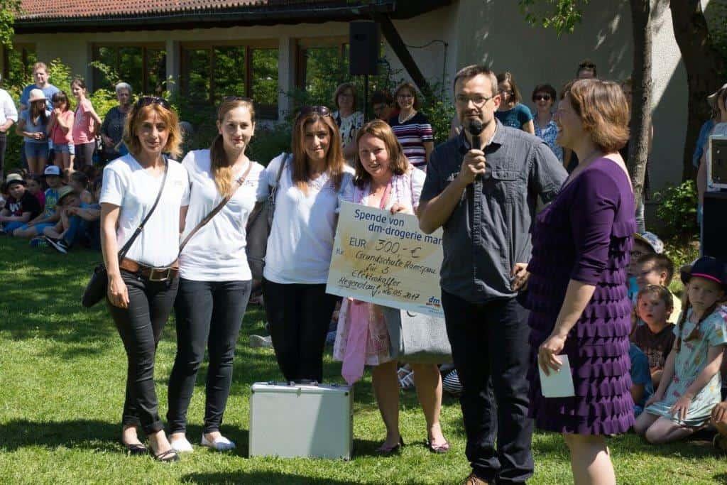 dm-Markt Regenstauf spendet an Grundschule Ramspau