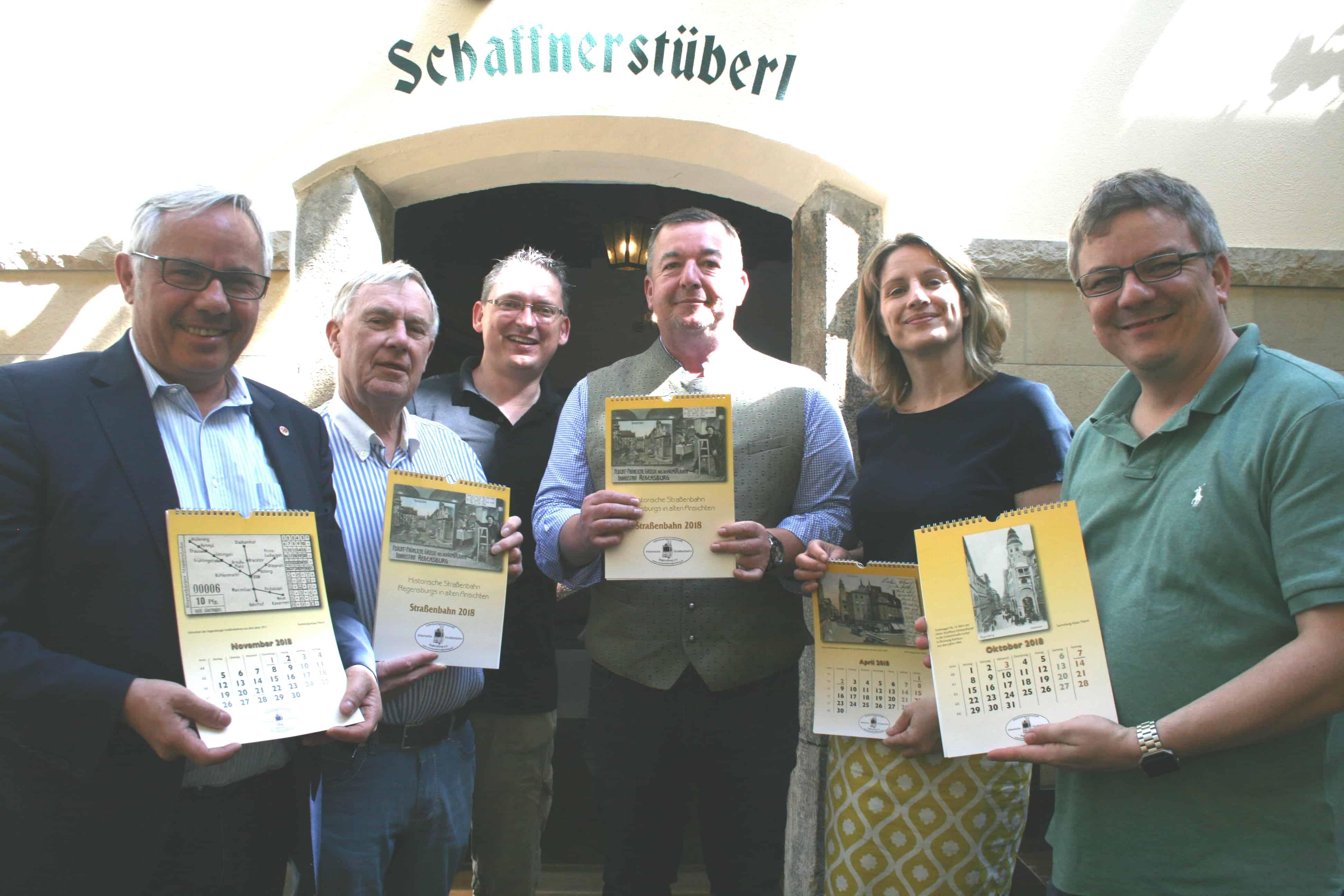 Klaus Theml präsentiert den Regensburger Straßenbahnkalender 2018