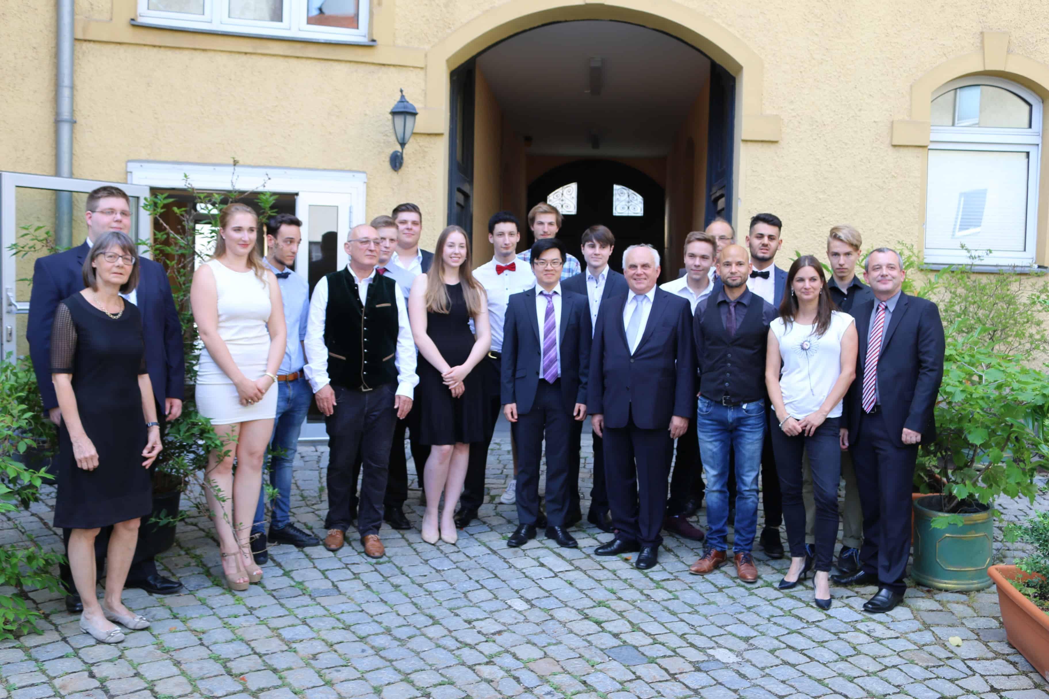 FOS Breitschaft-Schüler legen Fachabitur erfolgreich ab