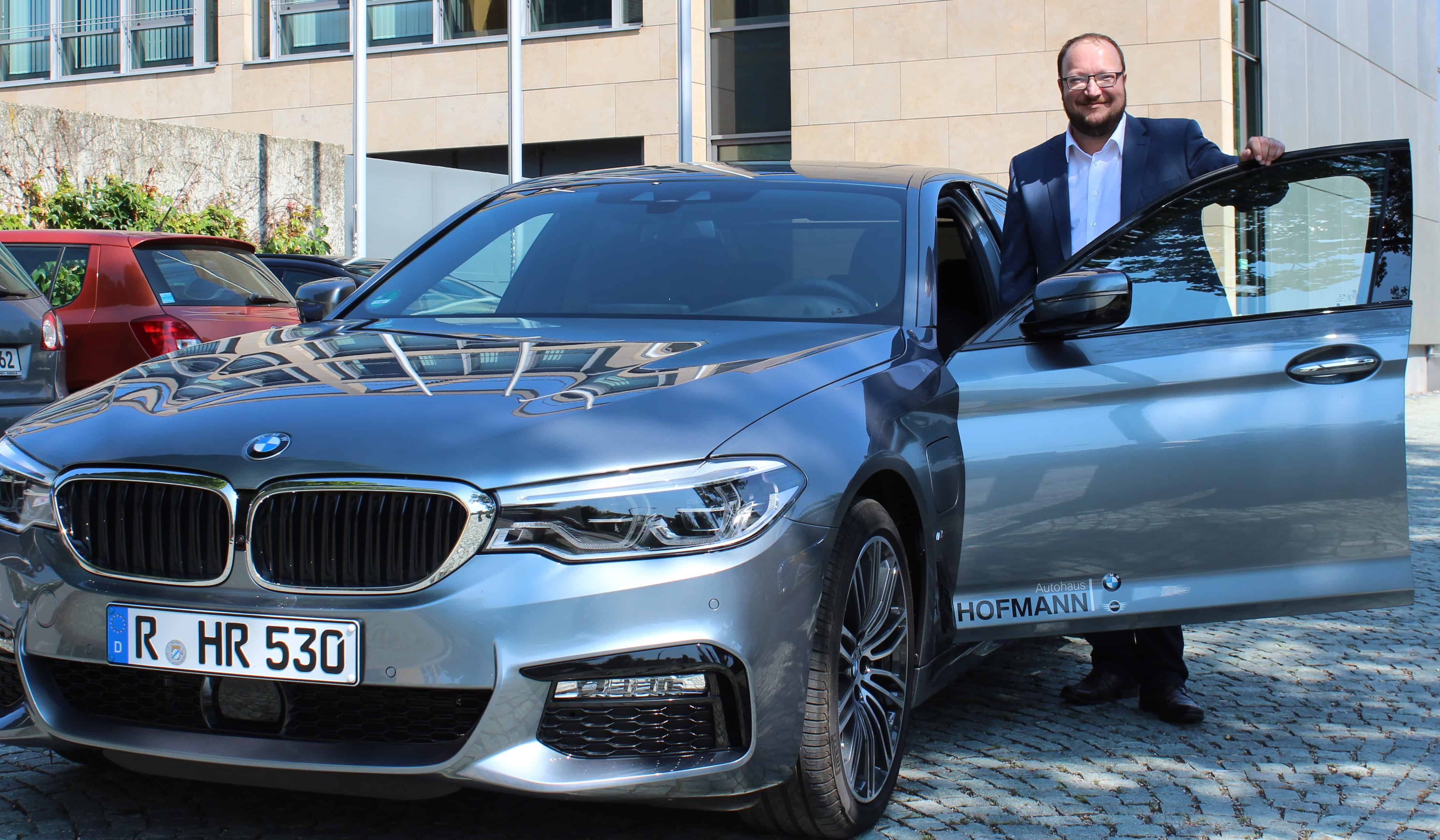 Blizz testet den neuen BMW 530e iPerformance aus dem Autohaus Hofmann