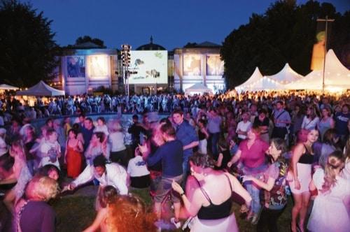 Musik, Tanz und Kultur auf der REWAG-Nacht in Blau