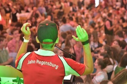 Jahn Regensburg: Fanabend auf der Dult im Hahn-Zelt