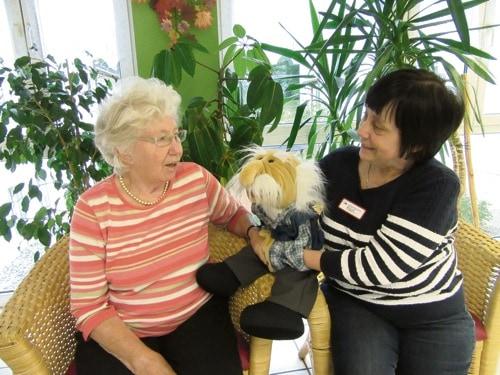 Handpuppe Albert unterstützt im AWO-Sozialzentrum Regendorf