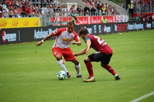 Zweitliga-Fußball: SSV Jahn gegen Dynamo Dresden in der Regensburger Continental Arena