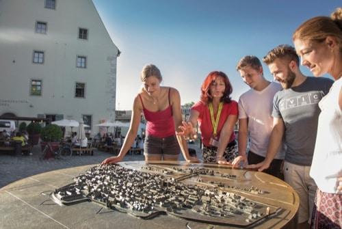 Tourismus in Regensburg: Gruppen bei Stadtführungen werden auf 25 Personen begrenzt