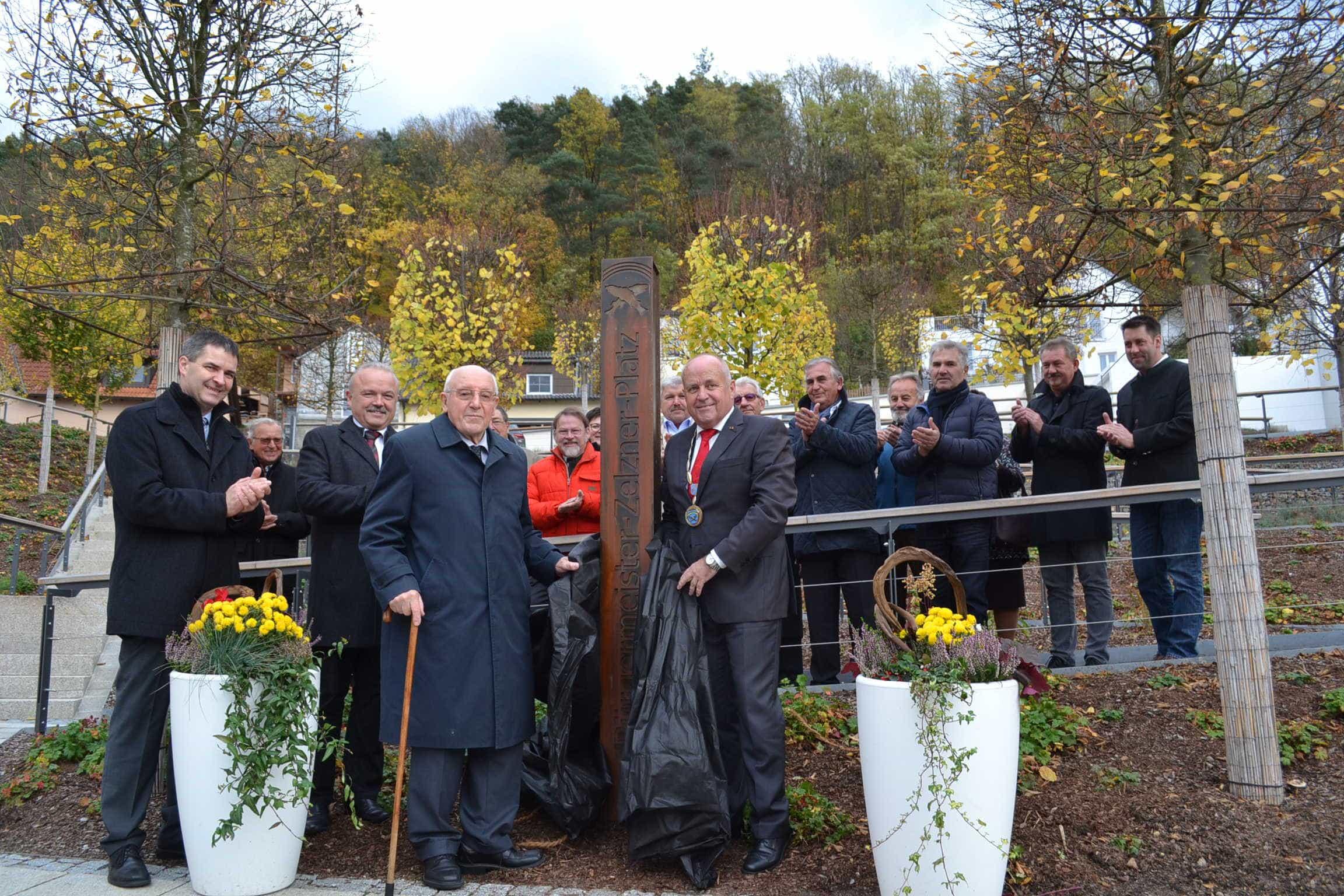 Regenstauf ehrt Altbürgermeister Zelzner