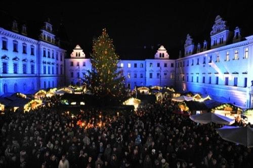 """""""Romantischer Weihnachtsmarkt auf Schloss Thurn und Taxis"""" in Regensburg"""