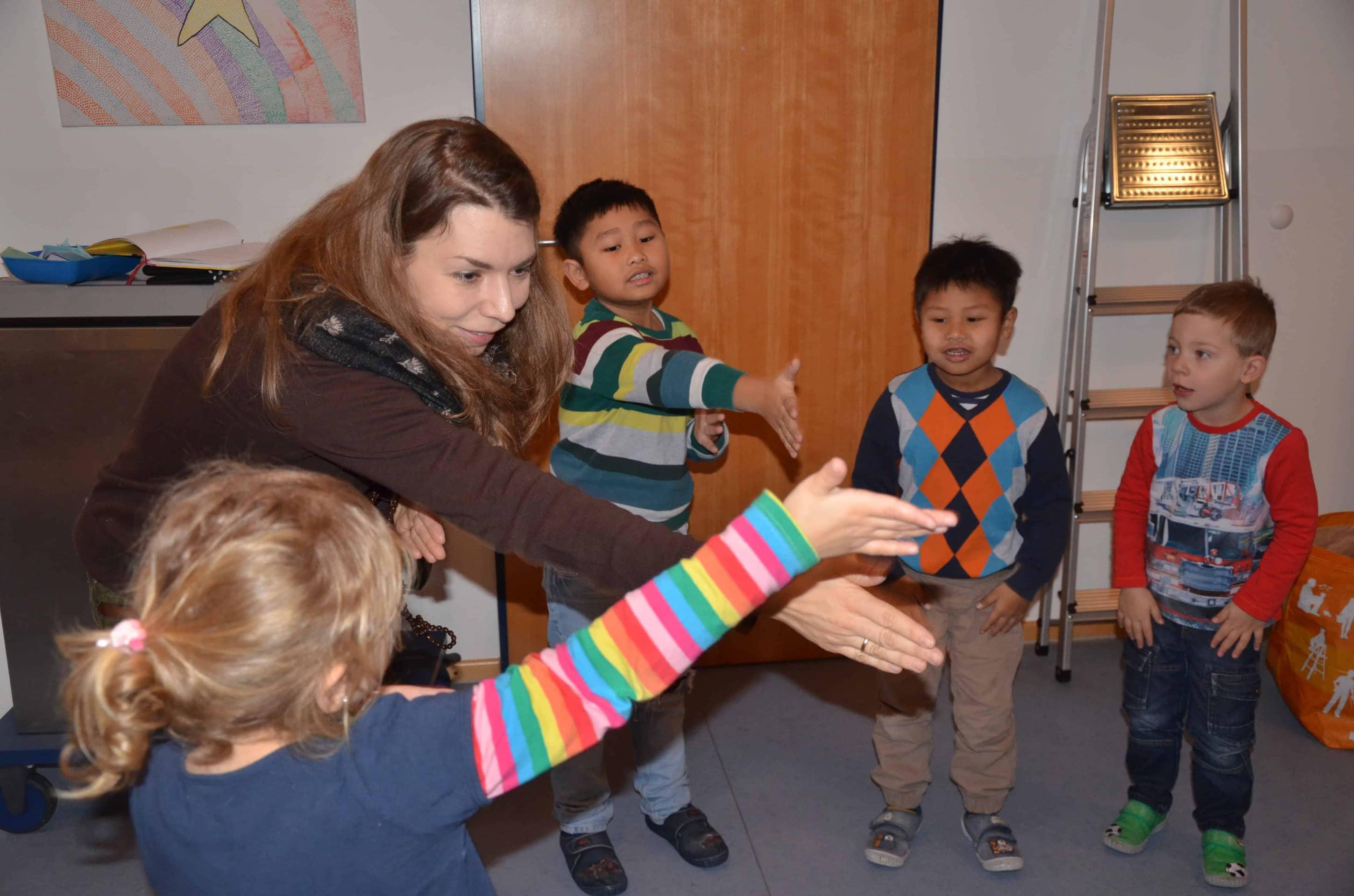 Kinder lernen durch Sprache und Musik