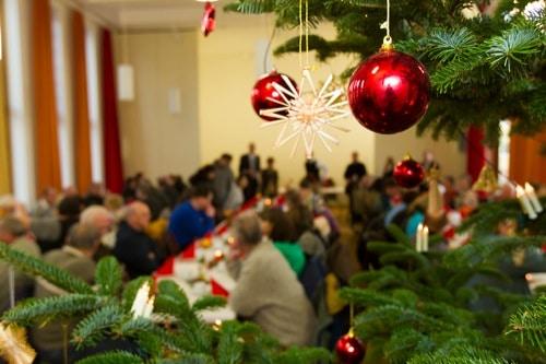 Regensburg: Caritas lädt am Heilig Abend zur Weihnachtsfeier für Bedürftige