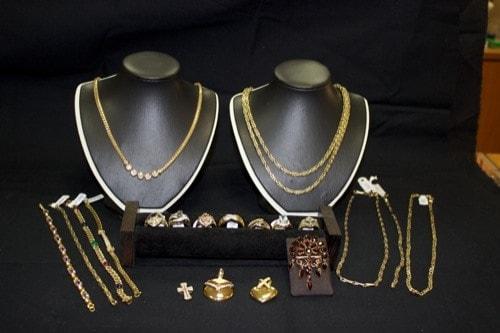 """Preishammer in Regensburg: Juwelier """"Schmuckkasterl"""" mit Rabatten von bis zu 40 Prozent"""