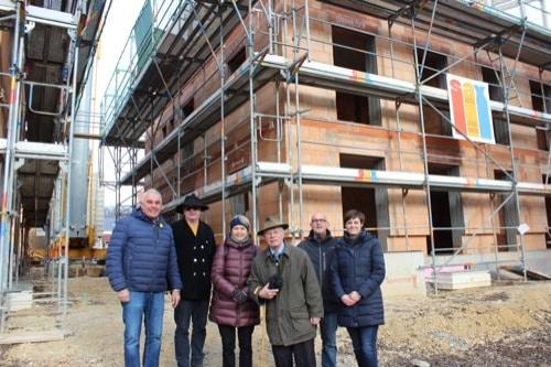 "Regensburg: St. Leonhard feiert Richtfest / Wohngruppen mit ""Familientraining"""
