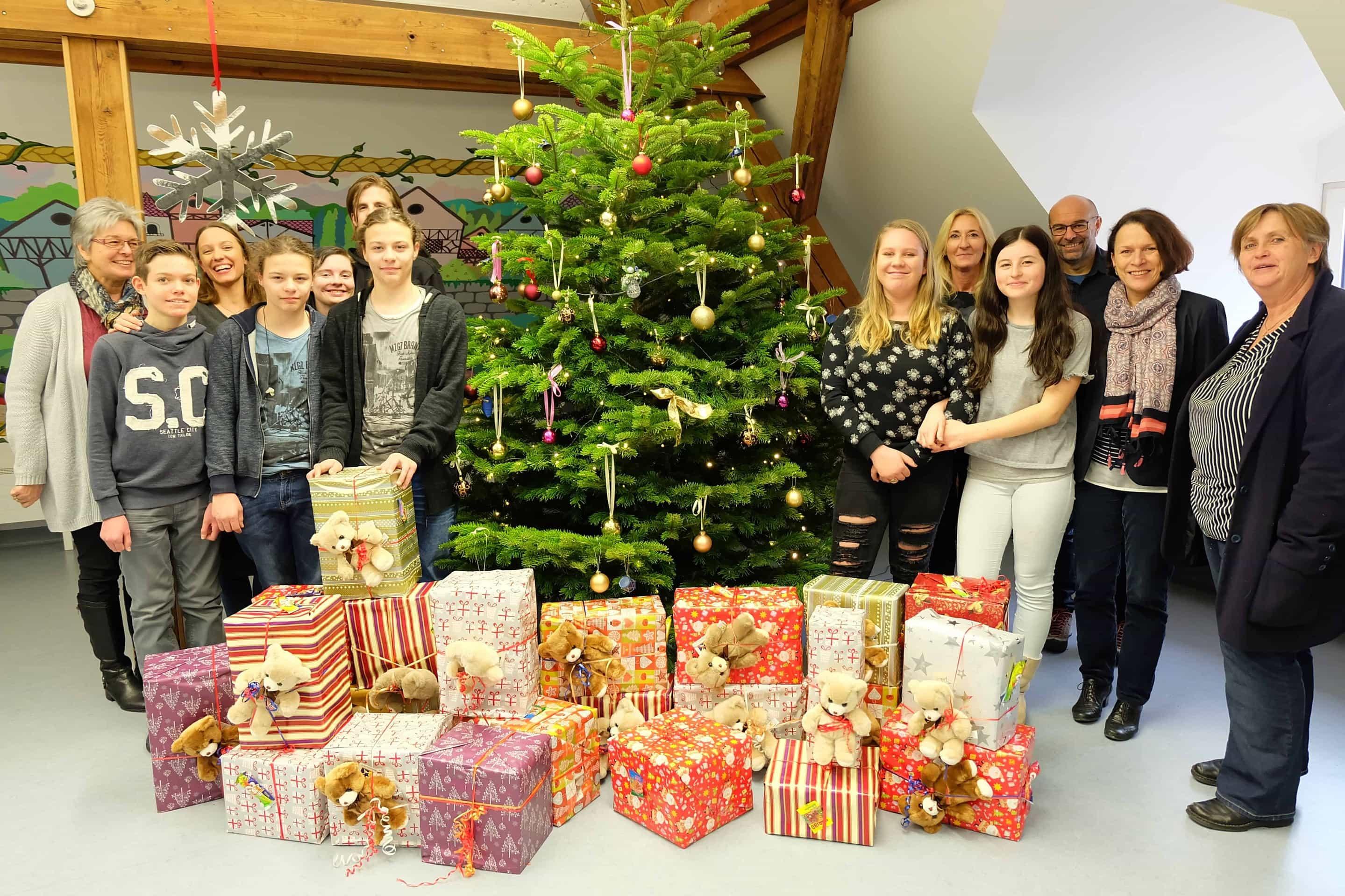 Weihnachtspäckchen von den Privaten Schulen Breitschaft