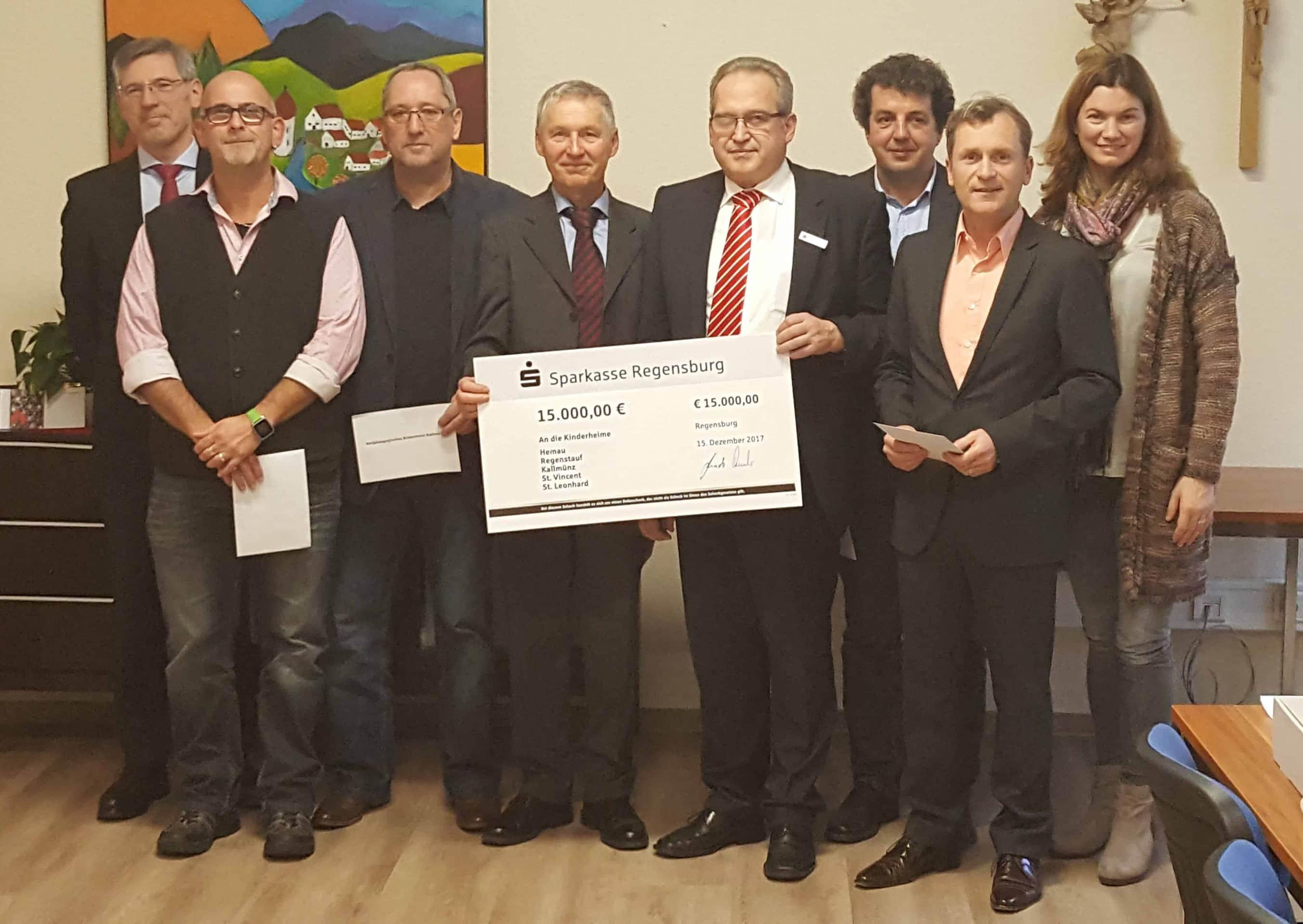 Sparkasse Regensburg: Großzügige Spende an Kinderheime