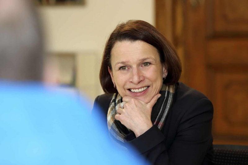 """Gertrud Maltz-Schwarzfischer ist neue Oberbürgermeisterin der Stadt Regensburg: """"Ich werde mein Bestes geben."""" SPD-Kandidatin gewinnt hauchdünn in der Stichwahl gegen Herausforderin Astrid Freudenstein (CSU)"""