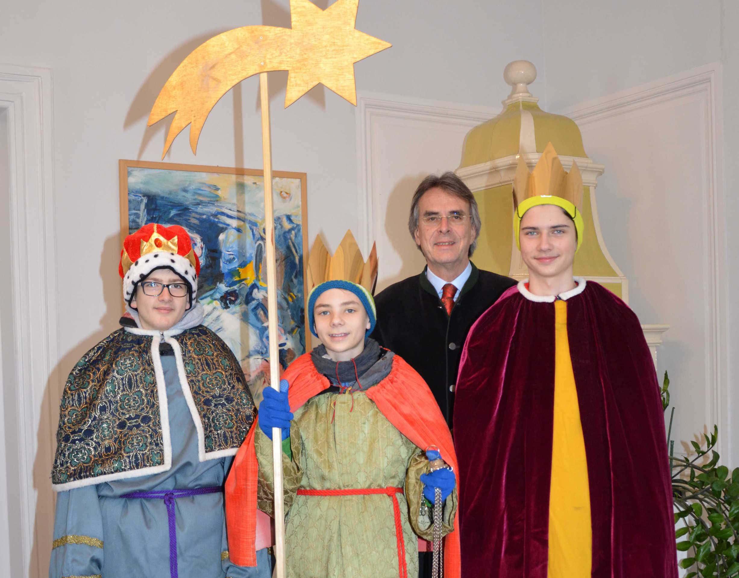Sternsinger besuchen Regierung der Oberpfalz