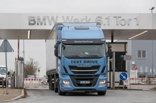 BMW Group Werk Regensburg: Pilotversuch mit Flüssig-Erdgas-Lkw