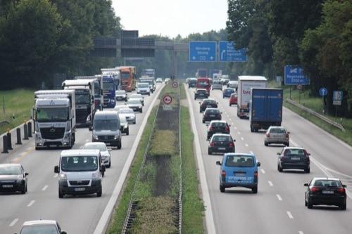 Regensburg: Gehölzarbeiten für den 6-streifigen Ausbau zwischen Autobahnkreuz Regensburg und Rosenhof beginnen