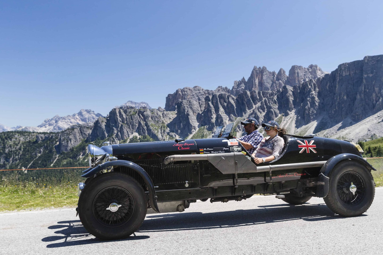 33 Jahre Oldtimer vor Alpenkulisse
