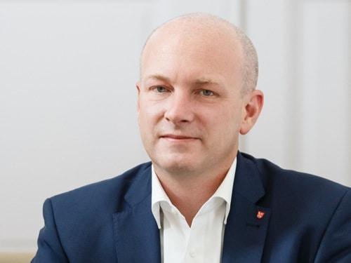 Der suspendierte Oberbürgermeister der Stadt Regensburg, Joachim Wolbergs, muss sich vor Gericht verantworten