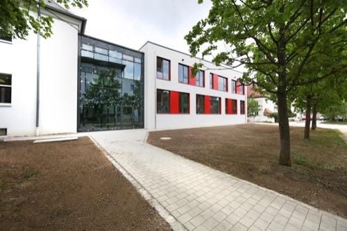 Caritas-Krankenhaus St. Josef und Universitätsklinikum nehmen zusätzliches Gebäude für PflegeCampus Regensburg in Betrieb