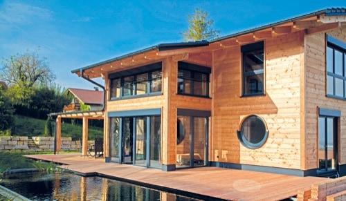 Wie wär's mit einem Holzhaus? Dann einfach zu den HausModernisierern in Teugn!
