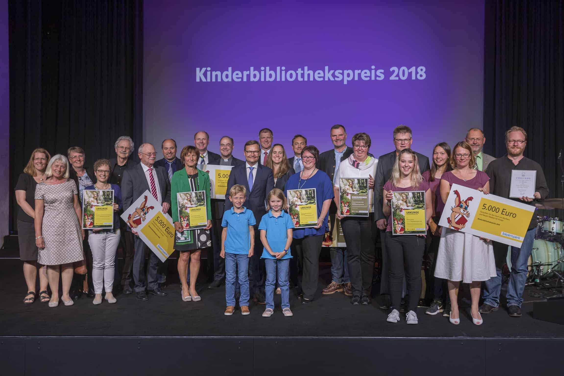 Bayernwerk verleiht Kinderbibliothekspreis in der Marktgemeinde Lappersdorf bei Regensburg