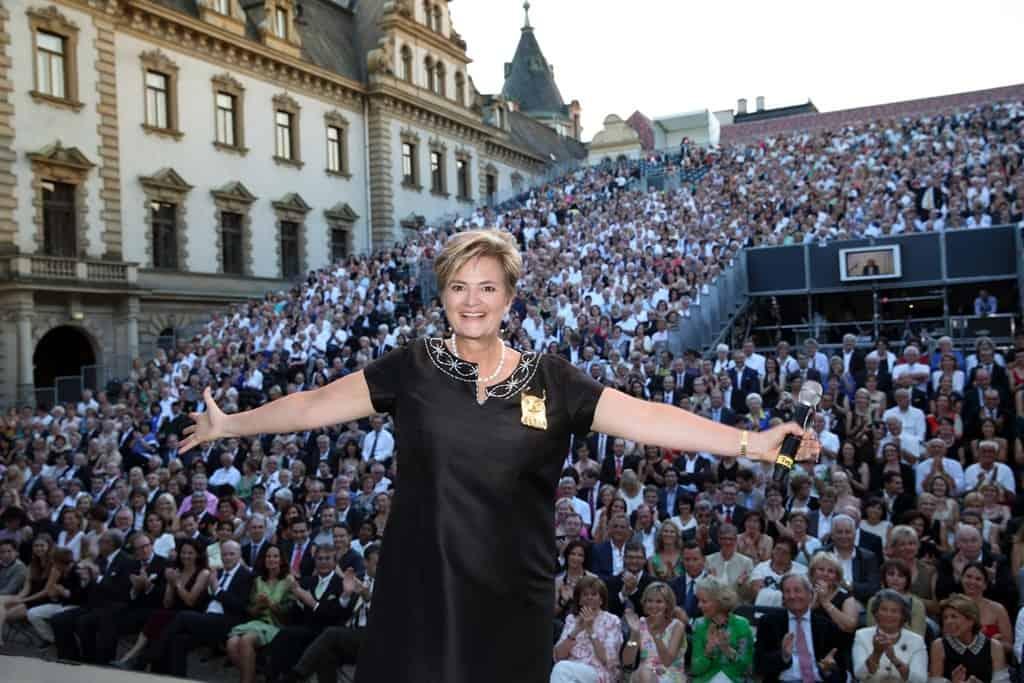 Fürstin lädt zu Thurn und Taxis Schlossfestspielen