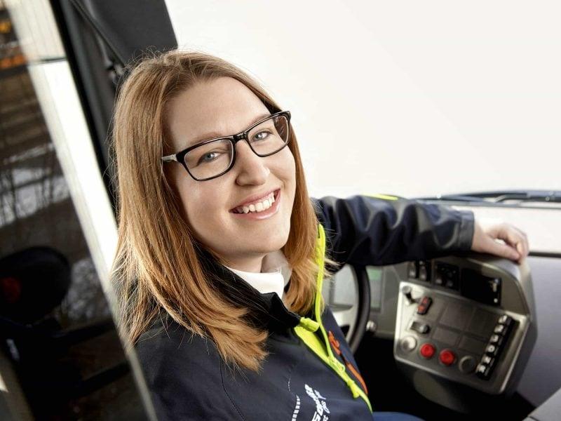 Im Dienst des RVV: Julia Brandl erklärt, warum sie ihren Busfahrer-Job liebt