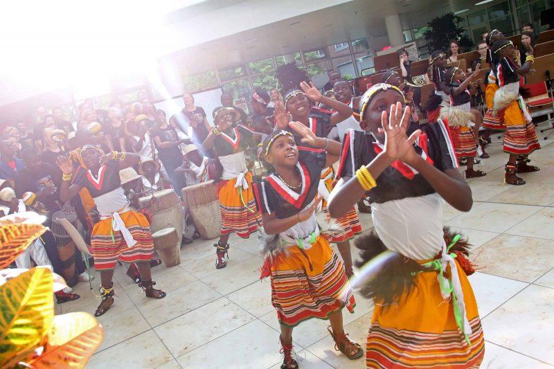Sommerkonzert bringt afrikanische Lebensfreude ins Universitätsklinikum Regensburg