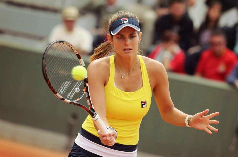 Tennisstar Julia Görges schlägt für den TC Rot-Blau Regensburg auf