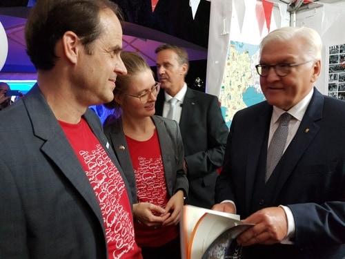 Das PolenMobil war mit dem Regensburger Dr.  Kneip bei Bundespräsident Steinmeier
