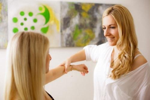 Naturheilpraktikerin Stefanie Rochelt aus Neutraubling therapiert alternativ