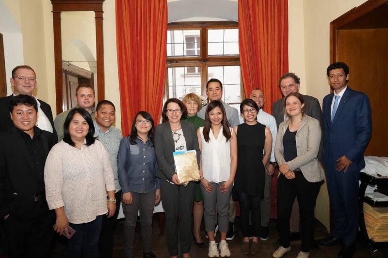 Hoher politischer Besuch in der Stadt Regensburg:  Abgeordneter des philippinischen Parlaments wurde im UNESCO-Weltkulturerbe gebührend empfangen