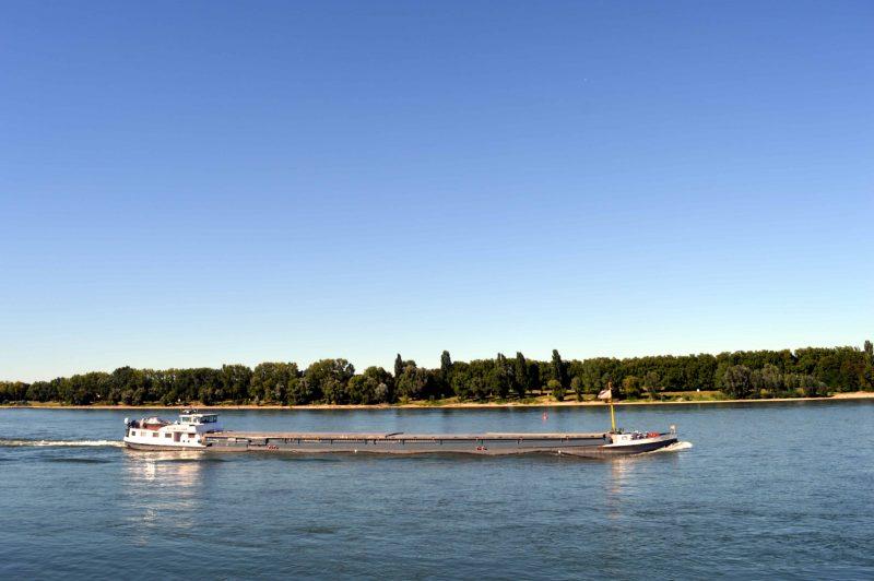 Sommer-Dürre blockiert Schiffe immer noch