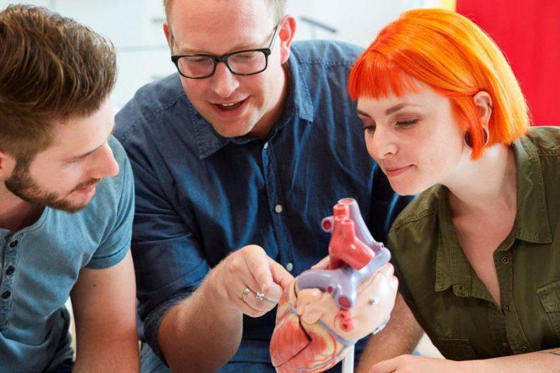 Pflege lernen: jung, modern, anders