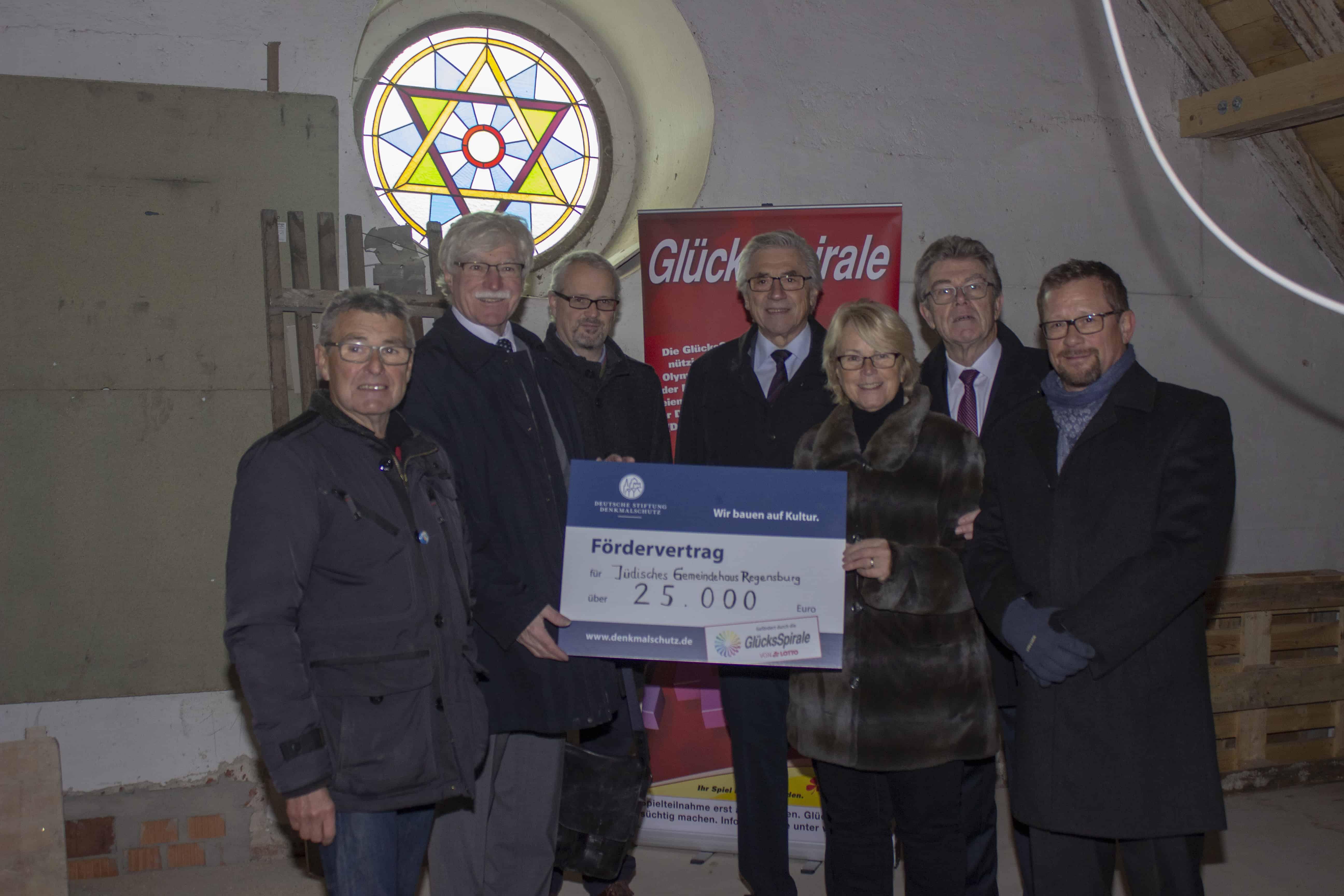 Die Zukunft bauen Zuschuss von Lotto Bayern für das Dach des jüdischen Gemeindehauses
