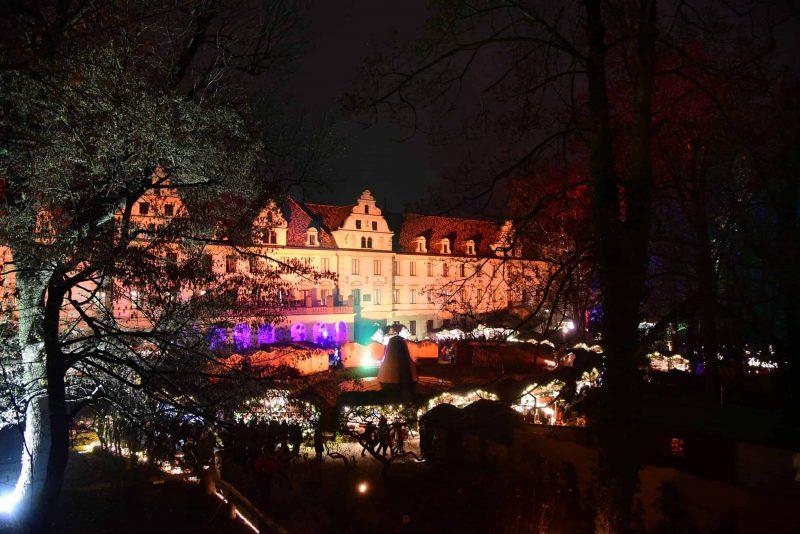 Romantischer Weihnachtsmarkt auf Schloss St. Emmeram in Regensburg