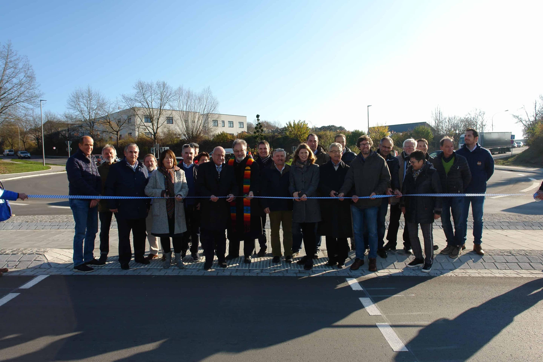Mehr Verkehrssicherheit in Regenstauf Der neue Kreisverkehr in Regenstauf wurde jetzt offiziell eingeweiht