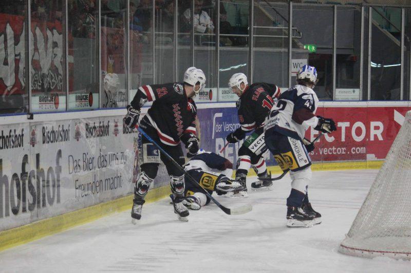 Positive Bilanz zum Jahresende für Eisbären Regensburg trifft am Sonntag in der Eishockey Oberliga ab 18 Uhr auf die Löwen vom EHC Waldkraiburg
