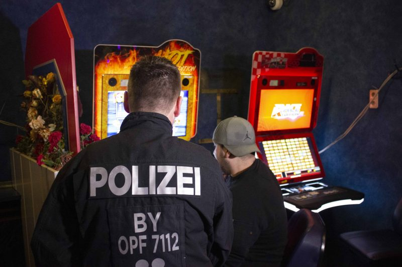 """Kontrolleinsatz im Nachtleben Polizei, Zoll und Ordnungsamt """"besuchen"""" Regensburger-Partyszene"""