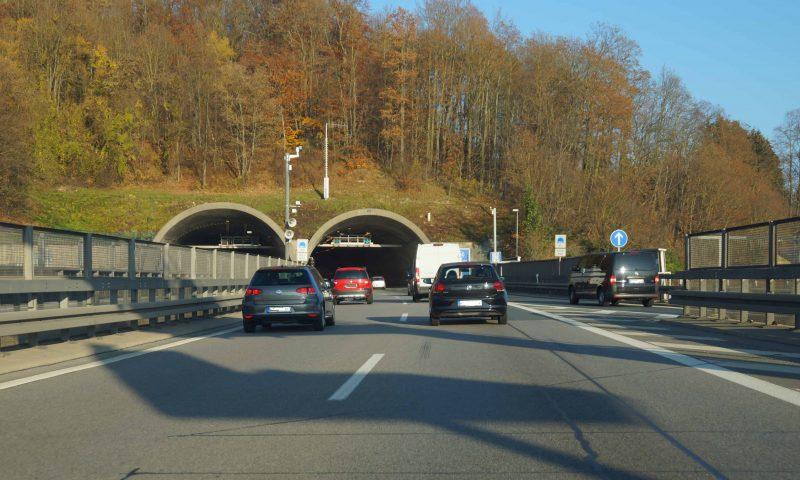 Pfaffensteiner Tunnel: Schluss mit dem Nadelöhr? Auf Drängen des Bundestagsabgeordneten Peter Aumer wird endlich untersucht, ob und wie das Verkehrschaos beseitigt werden kann